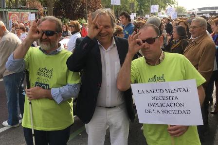 """Carmona sumándose a la campaña """"Míranos con otros ojos, queremos quitarnos la máscara"""""""