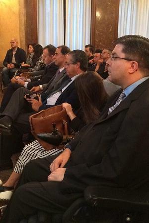 En la primera fila han estado Javier Font (FAMMA), Miriam Fernández (cantante), Antonio Alarco (senador ) , Cesar Anton (IMSERSO)  Alberto Reyero(diputado de la CAM) , Virginia Felipe (senadora) y Anxo Quieruga (COCEMFE)