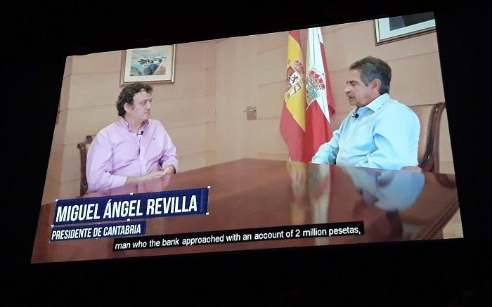 HUGO MORAN, SECRETARIO DE ESTADO, ECHA UNA MANO AL ACTOR CESAR VEA EN SU HUELGA DE HAMBRE.